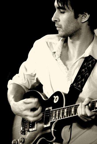 http://www.guitarejazz.com/photo/alex-stuart.jpg