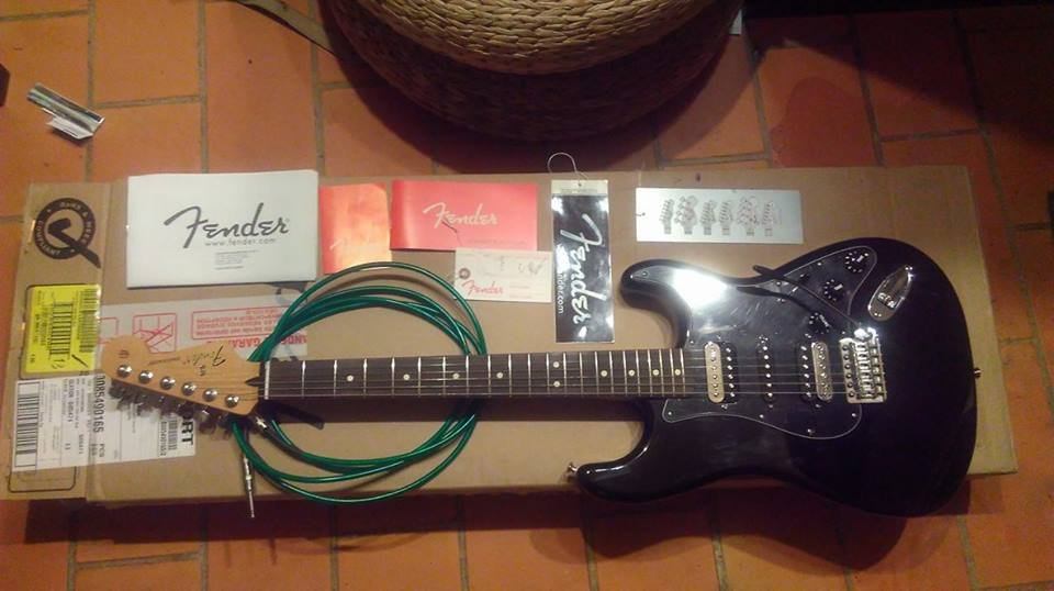 Fender Stratocaster Mexican standard HSH RW BLK année 2016